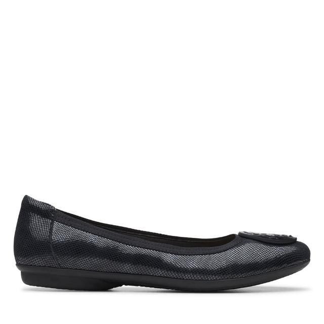 【Clarks】摩登經典 大圓圖騰飾扣壓紋娃娃鞋(黑色)
