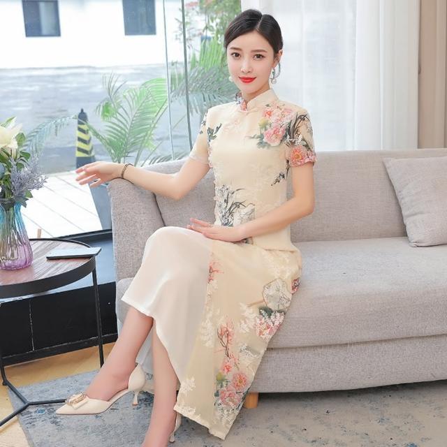 【REKO】優雅杏色復古印花改良旗袍洋裝M-3XL