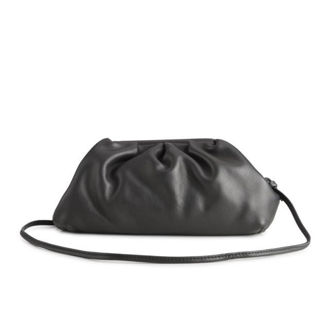 【MARKBERG】Oksana 丹麥手工牛皮雲朵斜背包 肩揹包 手拿包 水餃包(簡約黑)