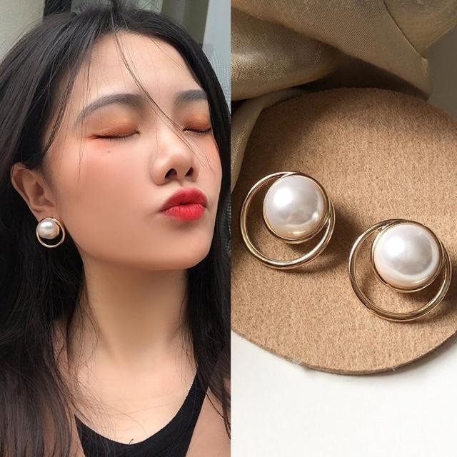 【Emi 艾迷】無耳洞時尚進行式圈圈大珍珠耳環耳夾
