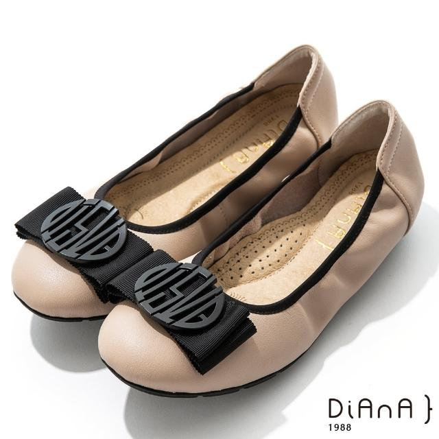 【DIANA】2cm質感牛皮幾何圖騰蝴蝶結飾釦娃娃鞋-漫步雲端焦糖美人(奶茶)