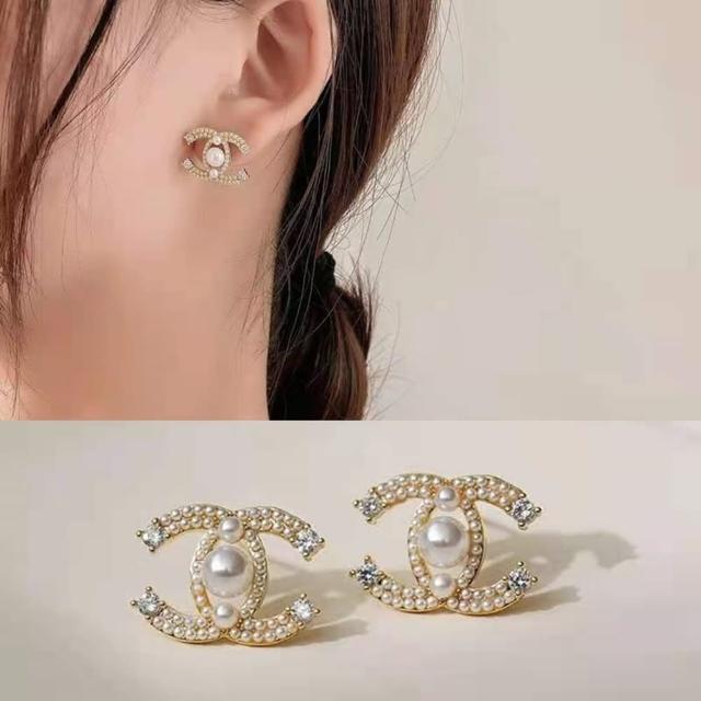 【Emi 艾迷】小香風C字氣質點鑽珍珠925銀針耳環