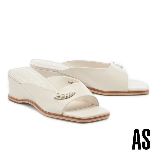 【AS 集團】優雅氣質珍珠鑽釦全真皮方頭楔型高跟拖鞋(白)