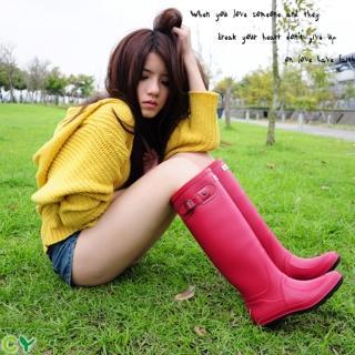 【Sanho】時尚典雅防水長筒雨靴(蘋果紅)