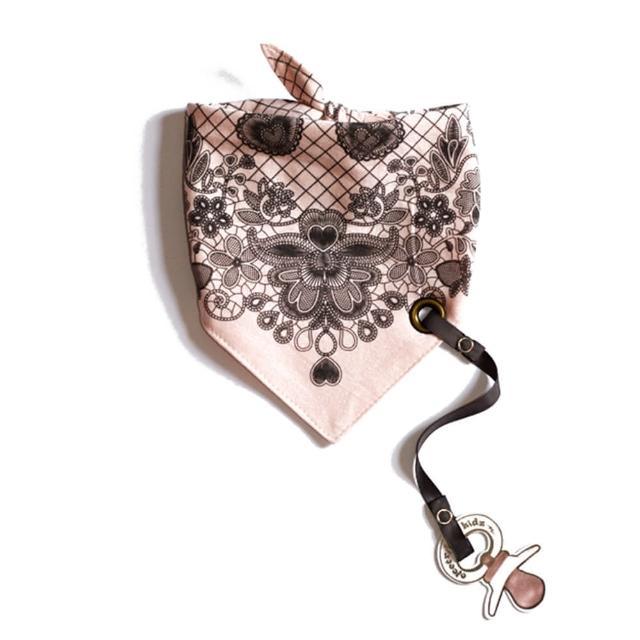 【加拿大Electrik Kidz】古典蕾絲後綁式有機棉圍兜(附奶嘴鏈)