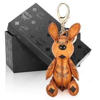 【MCM】VISETOS經典滿版LOGO小兔子鑰匙圈吊飾(棕色)