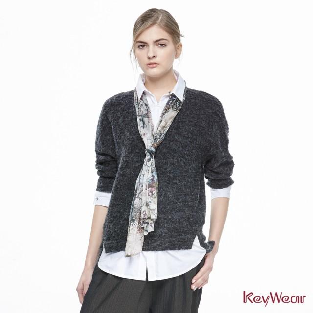 【KeyWear奇威名品】藝術圖騰圍巾假兩件式長袖上衣
