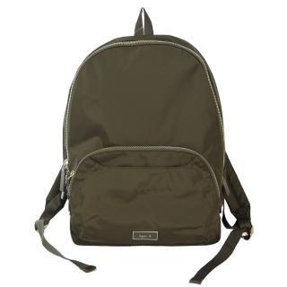【agnes b】金屬方牌素面後背包(墨綠)