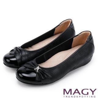 【MAGY瑪格麗特】氣質甜美女孩 牛皮抓皺蝴蝶結鑽飾平底娃娃鞋(黑色)