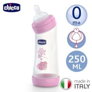 【chicco】舒適哺乳-甜美女孩彎式矽膠PP大奶瓶250ML-小單孔0m+