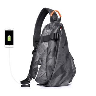 【leaper】多功能防潑水USB充電單肩包胸包 共3色(羽球拍背包)