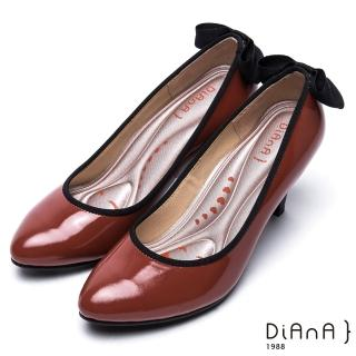 【DIANA】漫步雲端厚切輕盈美人款—亮澤牛漆皮蝴蝶結滾邊跟鞋(磚紅)