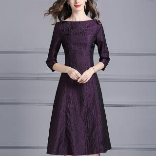 【FQ時尚天后】深紫樹皮突紋七分袖圓領洋裝(中大尺碼/M-4XL)