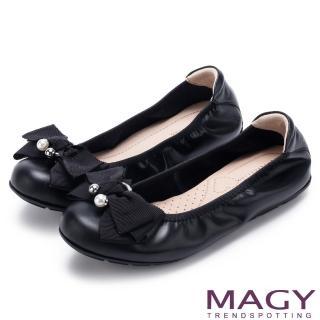 【MAGY】甜美風貌 珍珠蝴蝶結鬆緊帶牛皮娃娃鞋(黑色)