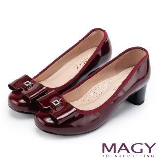【MAGY】甜美舒適款 蝴蝶結水鑽方釦牛皮粗跟鞋(酒紅)