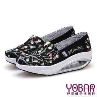 【YOBAR】歐美流行款小小人與樹圖樣透氣帆布懶人休閒搖搖鞋 健走鞋(2色任選)