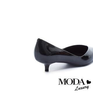 【MODA Luxury】極簡時髦珠光皺漆牛皮尖頭低跟鞋(漆皮黑)