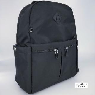 【Misstery】後背包防潑水面料休閒旅遊雙口袋後背包-黑(台灣防潑水面料-樹紋)