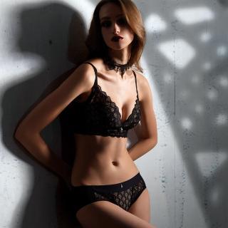 【Lady】闇夜天使系列 蕾絲無鋼圈調整型成套內衣 B-F罩(透視黑)