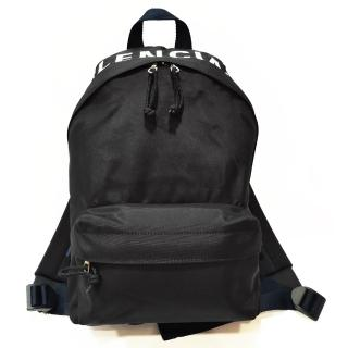 【Balenciaga 巴黎世家】565798 Wheel系列刺繡大LOGO尼龍後背包/雙肩包(黑色)