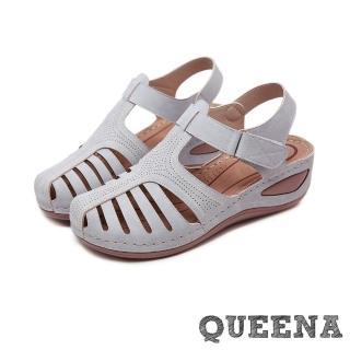 【QUEENA】復古縷空線條魔鬼粘舒適厚底坡跟羅馬涼鞋(灰)