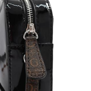 【GUESS】女包-漆皮拼接LOGO復古斜背包-黑(PA737314BLA)